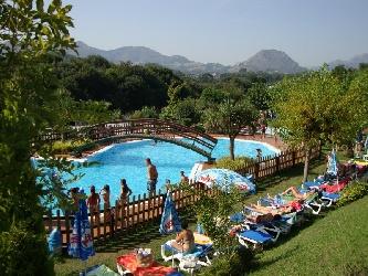 Camping ribadesella camping en ribadesella asturias for Camping en llanes con piscina